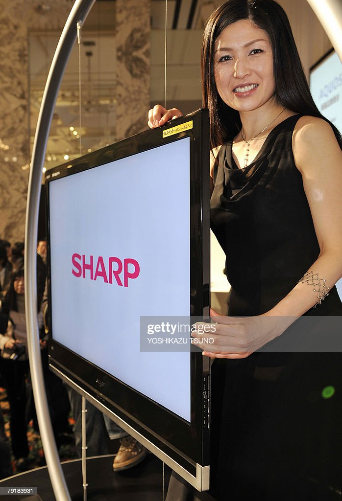 Japan's electroinics giant Sharp unveils the world's thinest LCD televisions 'Aquos X-series', which has 46, 42 and 37-inch size screens and a 3.44cm in thickness with full high-definition quailty in Tokyo, 24 January 2008. Sharp will put it on the market from March 01. AFP PHOTO / Yoshikazu TSUNO
