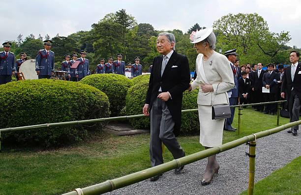 Japan\'s Emperor Akihito (L) and Empress Michiko (R) walk to greet ...