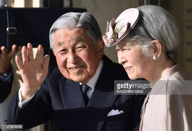 TOPSHOT Japan's Emperor Akihito and Empress Michiko wave to wellwishers before leaving Ujiyamada Station after their visiting Ise Jingu shrine in Ise...