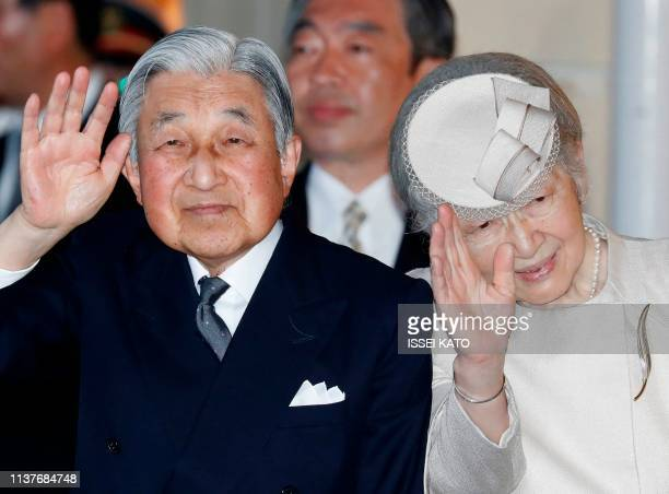 TOPSHOT Japan's Emperor Akihito and Empress Michiko wave to wellwishers upon their arrive at Ujiyamada Station for a visit to Ise Jingu shrine ahead...