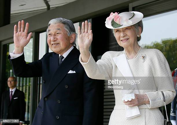 Japan's Emperor AKihito left and Empress Michiko wave as US President Barack Obama not pictured leaves a welcoming ceremony at the Imperial Palace in...