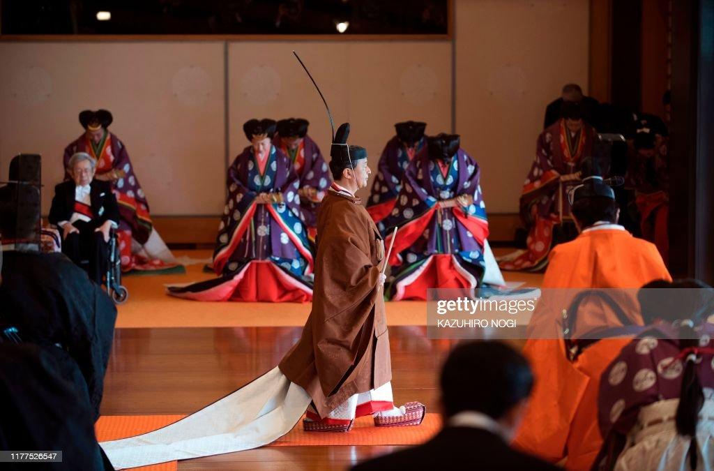 JAPAN-ROYALS-EMPEROR-CEREMONY : News Photo