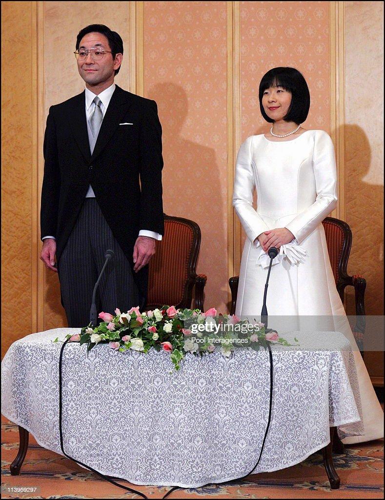Japan's Emperor's youngest daughter Sayako speaks to reporters after her wedding ceremony in Tokyo, Japan On November 15, 2005 - : ニュース写真