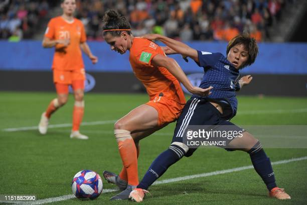 TOPSHOT Japan's forward Mana Iwabuchi vies with Netherlands' defender Merel van Dongen during the France 2019 Women's World Cup round of sixteen...