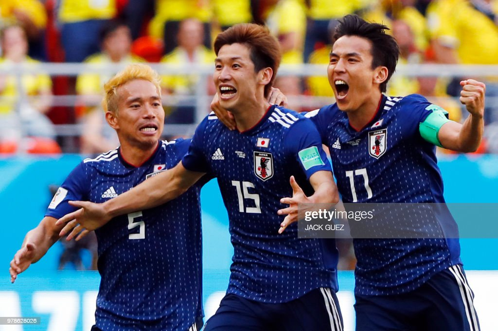 TOPSHOT - Japan's forward Yuya Osako (C) celebrates with Japan's defender Yuto Nagatomo (L) and Japan's midfielder Makoto Hasebe after scoring a goal during the Russia 2018 World Cup Group H football match between Colombia and Japan at the Mordovia Arena in Saransk on June 19, 2018. (Photo by Jack GUEZ / AFP) / RESTRICTED