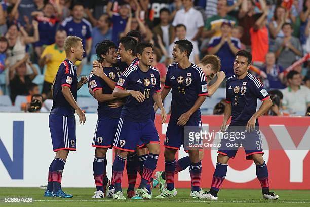 Japan's Gaku Shibasaki celebrates with team mates after scoring the equaliser against UAE at Stadium Australia Sydney Australia Friday 23rd January...