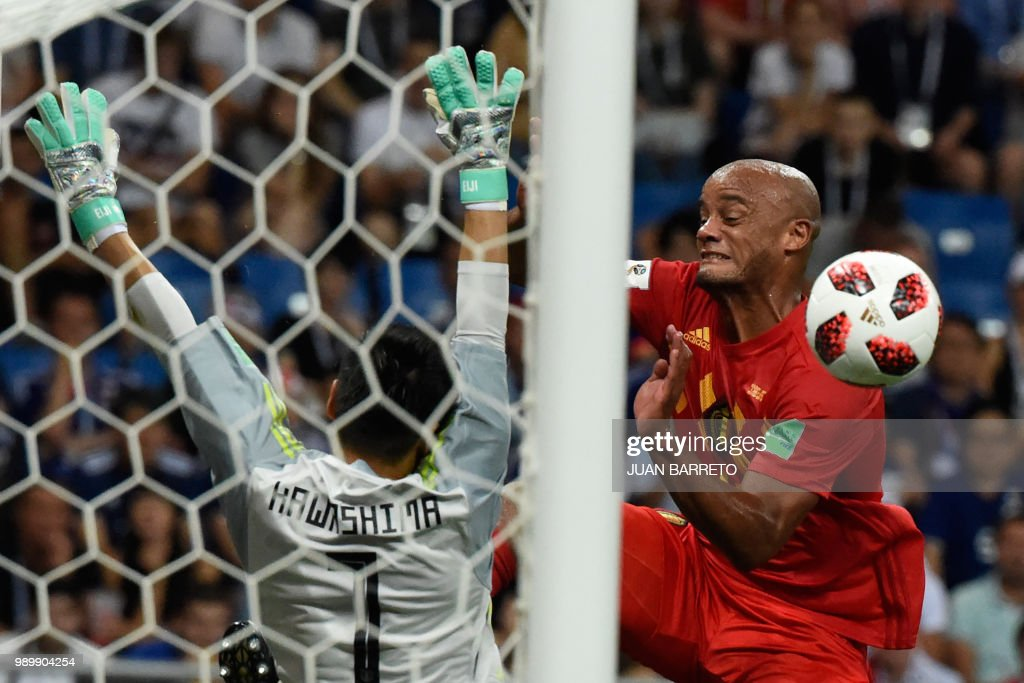 TOPSHOT - Japan's goalkeeper Eiji Kawashima (L) vies for the ball with Belgium's defender Vincent Kompany during the Russia 2018 World Cup round of 16 football match between Belgium and Japan at the Rostov Arena in Rostov-On-Don on July 2, 2018. (Photo by JUAN BARRETO / AFP) / RESTRICTED