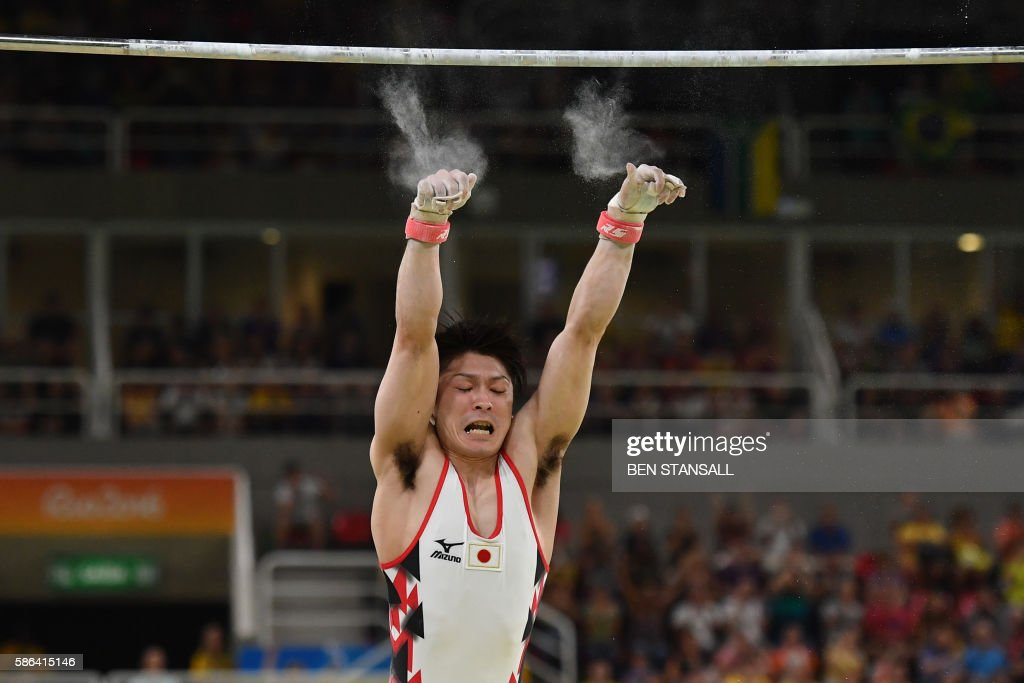 TOPSHOT - Japan's Kohei Uchimura falls while competing in the qualifying for the men's horizontal bar event of the Artistic Gymnastics at the Olympic Arena during the Rio 2016 Olympic Games in Rio de Janeiro on August 6, 2016. / AFP PHOTO / Ben STANSALL