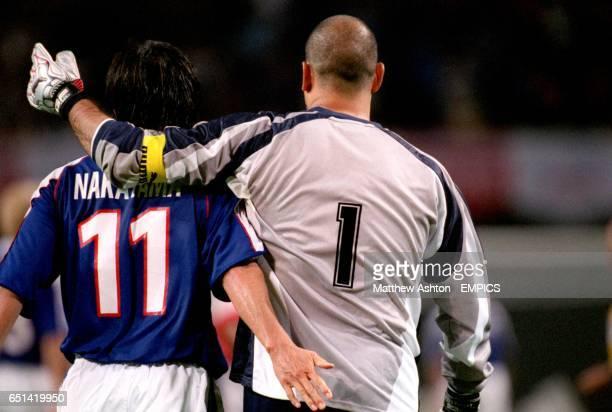 Japan's Masashi Nakayama gets friendly with Paraguay goalkeeper Jose Luis Chilavert