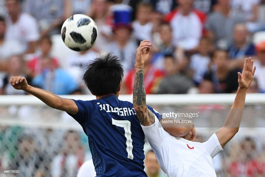 TOPSHOT - Japan's midfielder Gaku Shibasaki (L) vies with Poland's midfielder Jacek Goralski during the Russia 2018 World Cup Group H football match between Japan and Poland at the Volgograd Arena in Volgograd on June 28, 2018. (Photo by Mark RALSTON / AFP) / RESTRICTED