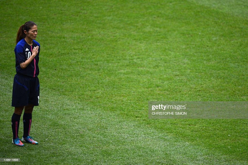 Japan's midfielder Homare Sawa stands be : News Photo