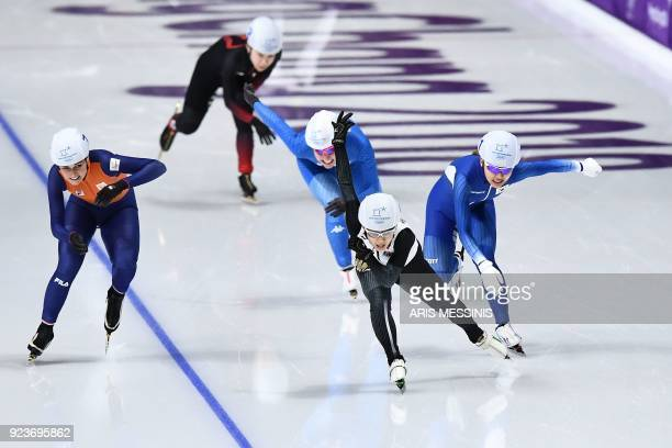 TOPSHOT Japan's Nana Takagi leads in the women's mass start final speed skating event during the Pyeongchang 2018 Winter Olympic Games at the...