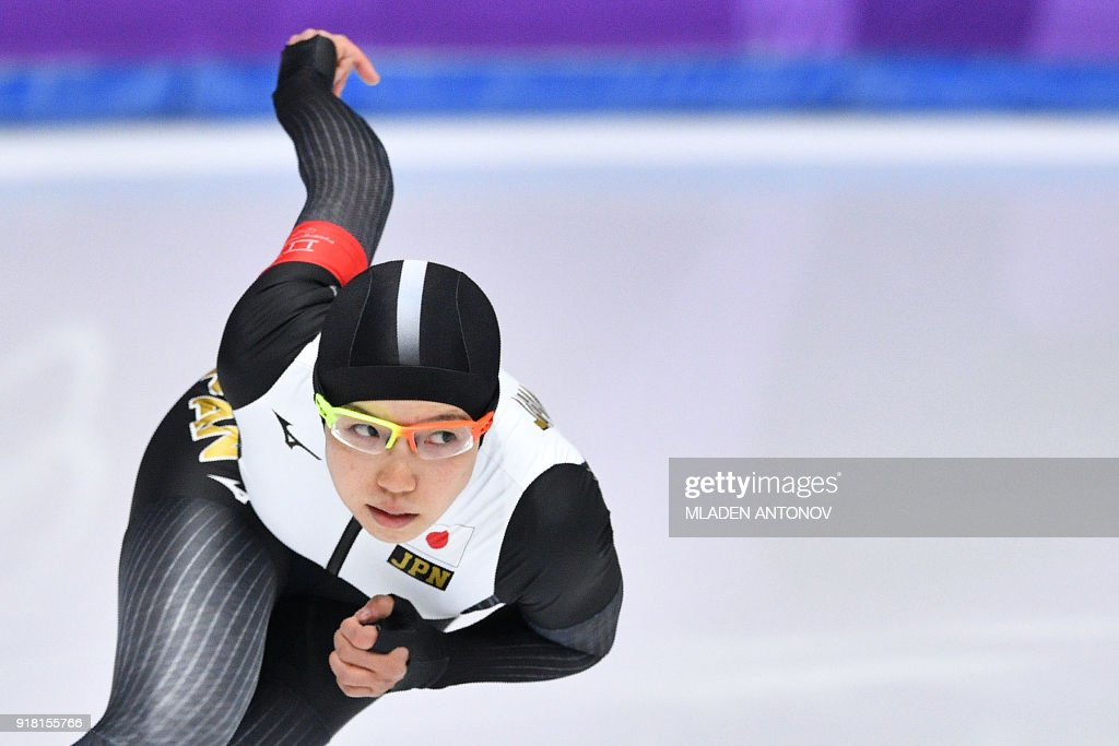 TOPSHOT - Japan's Nao Kodaira competes in the women's 1,000m speed skating event during the Pyeongchang 2018 Winter Olympic Games at the Gangneung Oval in Gangneung on February 14, 2018. / AFP PHOTO / Mladen ANTONOV