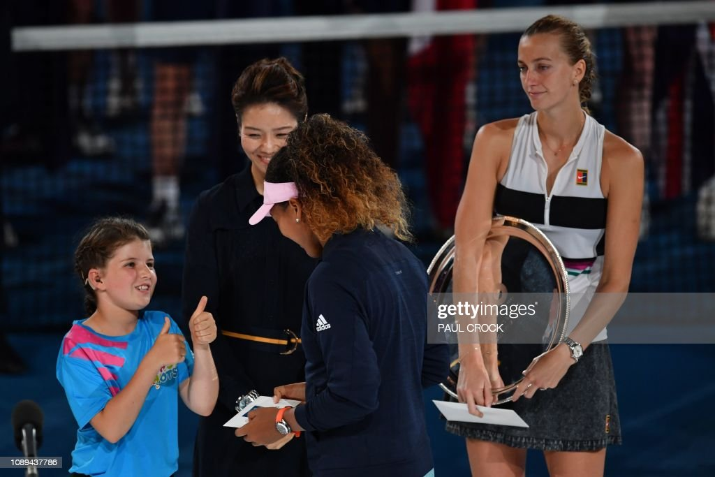 TOPSHOT-TENNIS-AUS-OPEN-PODIUM : News Photo