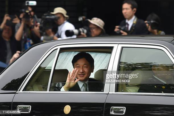 TOPSHOT Japan's new Emperor Naruhito waves to wellwishers as he arrives back at the Imperial Palace in Tokyo on May 1 2019 Japan's new Emperor...