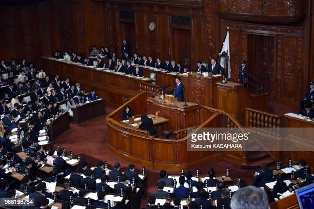 Japan's Prime Minister Shinzo Abe delivers his policy speech at lower house of parliament during the ordinary diet session in Tokyo, January 20 Japan.
