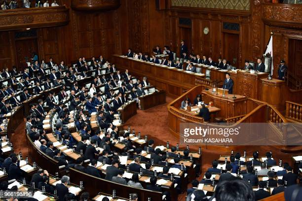 Japan's Prime Minister Shinzo Abe makes his policy speech during the 192th extraordinary Diet session in Tokyo, September 26 Japan.