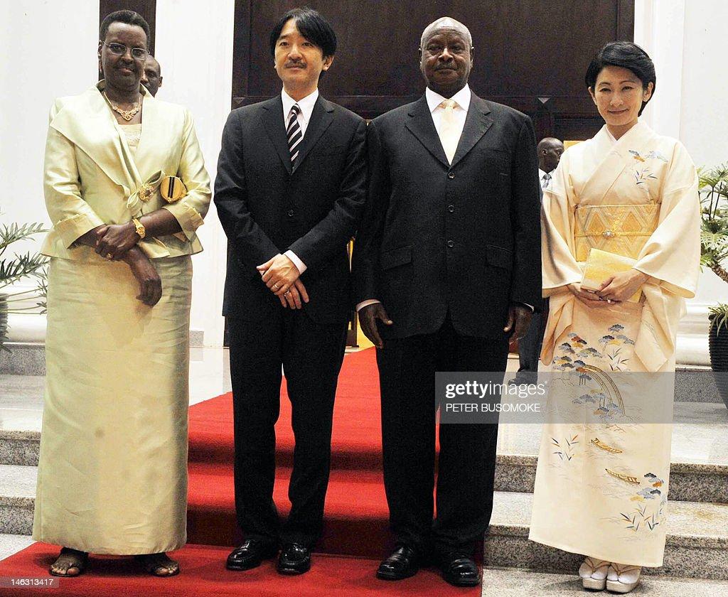 Japan's Princess Kiko (R) and her husban : News Photo