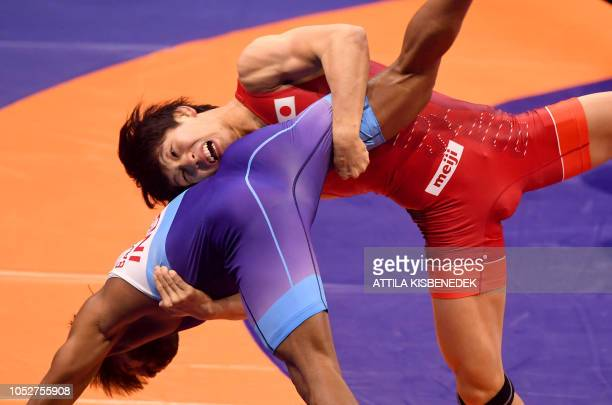 Japan's Takuto Otoguru and India's Bajrang Bajrang compete during the final of men's freestyle wrestling 65kg category at the World Wrestling...