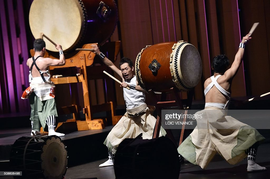 Japan's traditional drum band Eitetsu Hayashi Ensemble performs during the 'Folle Journee de Nantes' classical music festival in Nantes, western France, on February 5, 2016. / AFP / LOIC
