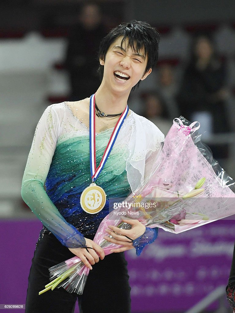 Hanyu becomes 1st to win 4 straight GP Finals : News Photo