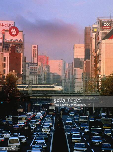 japan,tokyo,ginza,bullet train on bridge over busy road - 1990~1999年 ストックフォトと画像