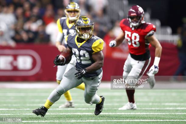 Ja'Quan Gardner of the San Diego Fleet runs with the ball during the first half against the the San Antonio Commanders in an Alliance of American...