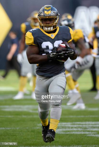 Ja'Quan Gardner of the San Diego Fleet warms up before playing in the Alliance of American Football game against the Salt Lake Stallions at SDCCU...