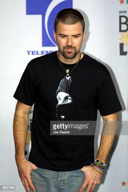 Jarabe De Palo poses for photographers at the 12th Annual Billboard Latin Music Awards April 26 2001 in Miami Beach Florida