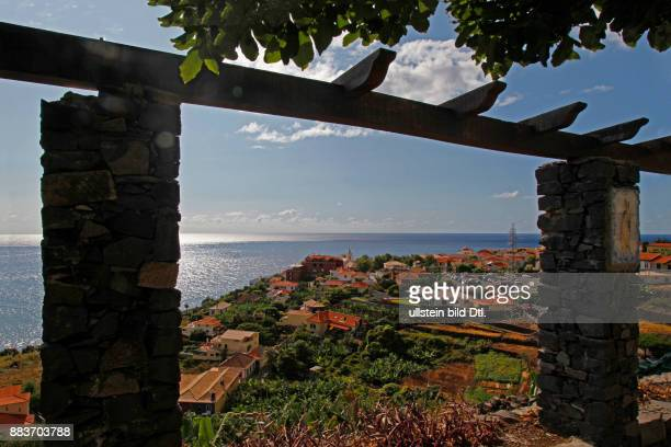 Jardim do Mar mit der Kirche Igreja Nossa Senhora do Rosário Atlantischer Ozean Madeira Portugal