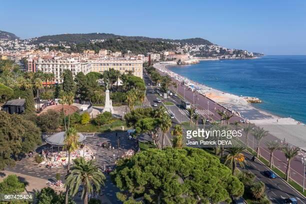 Jardin Albert 1er en bas à gauche Kiosque de Nice Mémorial de l''attentat du 14 Juillet 2016 mer et Promenade des Anglais 28 septembre 2016 Nice...