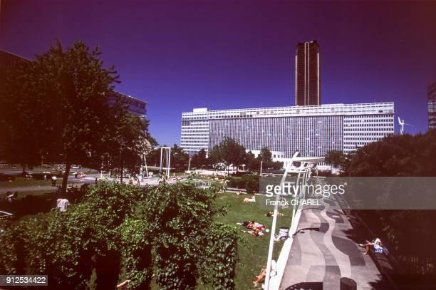 Jardin Atlantique audessus de la gare de ParisMontparnasse France