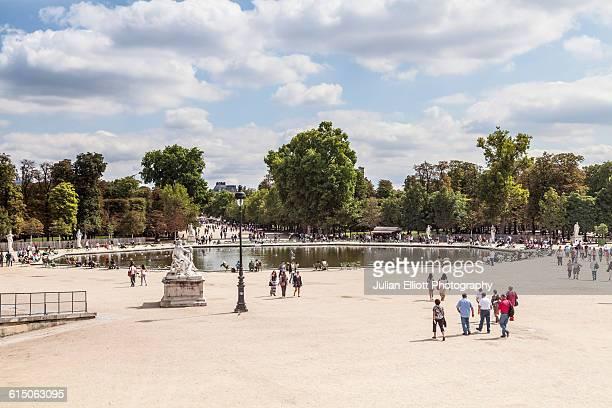 jardin des tuileries in paris, france. - チュイルリー地区 ストックフォトと画像