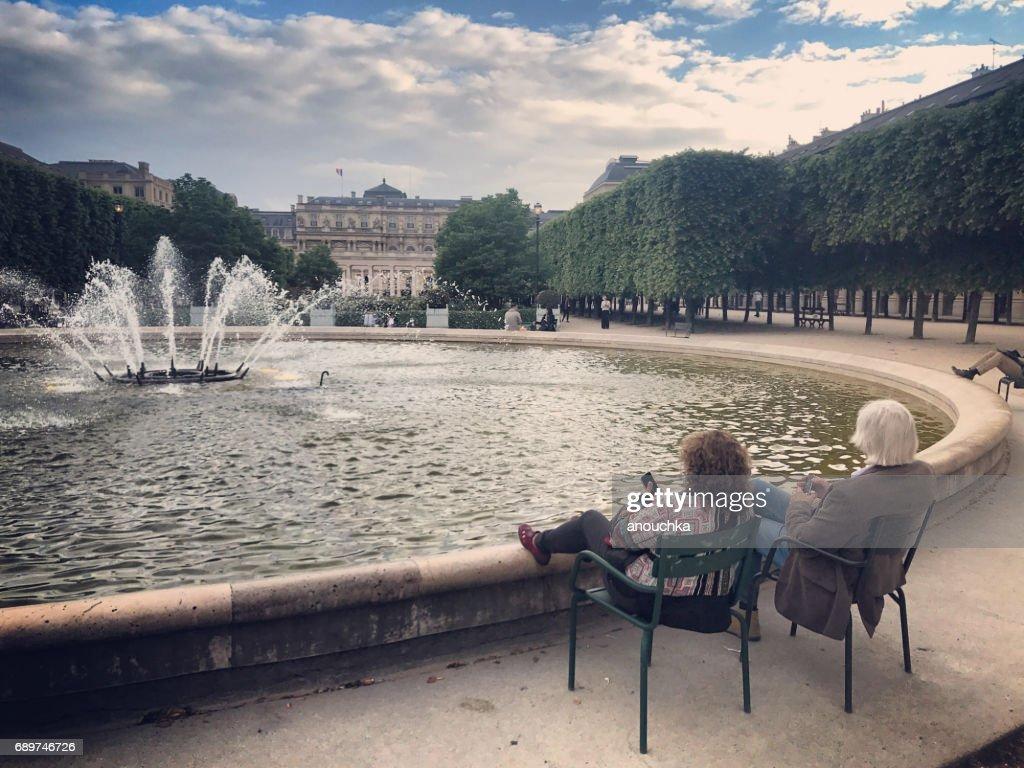 Jardin du Palais-Royal: people relaxing in Paris, France : Stock Photo