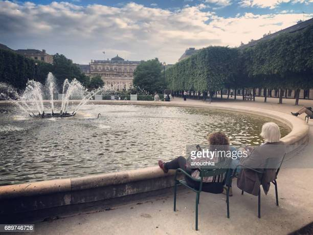 jardin du palais-royal: people relaxing in paris, france - palais royal stock pictures, royalty-free photos & images