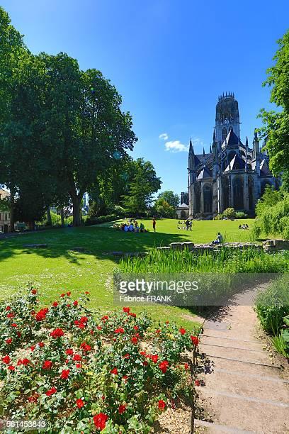 jardins de l'hôtel de ville de rouen - rouen stock pictures, royalty-free photos & images