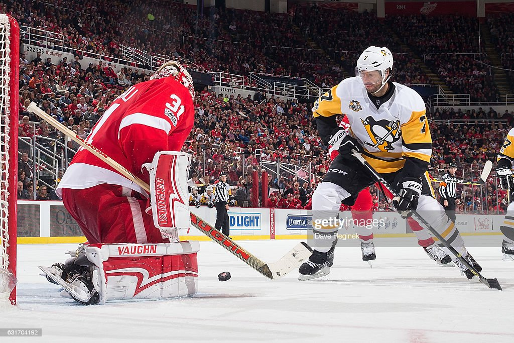 Jared Coreau #31 of the Detroit Red Wings makes a save as Matt Cullen #7 of the Pittsburgh Penguins looks for the rebound during an NHL game at Joe Louis Arena on January 14, 2017 in Detroit, Michigan.