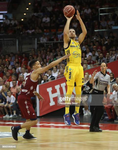Jared Cunningham of FC Bayern Muenchen competes with Spencer Butterfield of ALBA Berlin during the first playoff game of the German Basketball...