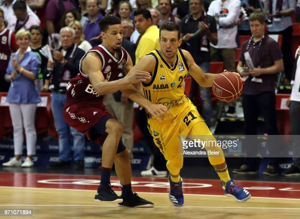 Jared Cunningham of FC Bayern Muenchen competes with Spencer Butterfield of ALBA Berlin during the third playoff game of the German Basketball...