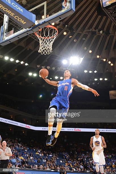 Jared Cunningham of the Los Angeles Clippers dunks against the Golden State Warriors on November 5 2014 at Oracle Arena in Oakland California NOTE TO...