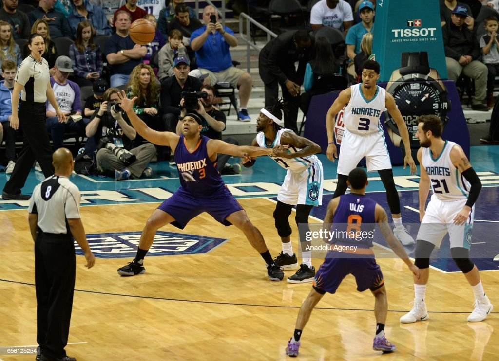Jared Dudley of Phoenix Suns catching the ball during the NBA match between Phoenix Suns vs Charlotte Hornets at the Spectrum arena in Charlotte, NC, USA on March 26, 2017.