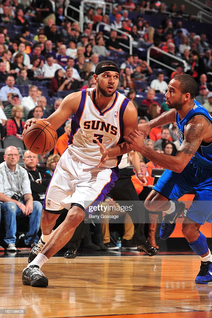 Jared Dudley #3 of the Phoenix Suns drives to the basket against the Dallas Mavericks on February 1, 2013 at U.S. Airways Center in Phoenix, Arizona.
