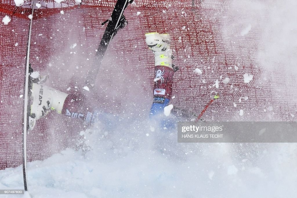 US Jared Goldberg falls down during the men's downhill event at the FIS Alpine World Cup in Kitzbuehel, Austria on January 20, 2018. / AFP PHOTO / APA / HANS KLAUS TECHT / Austria OUT