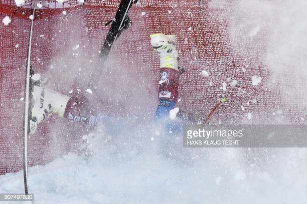 US Jared Goldberg falls down during the men's downhill event at the FIS Alpine World Cup in Kitzbuehel Austria on January 20 2018 / AFP PHOTO / APA /...