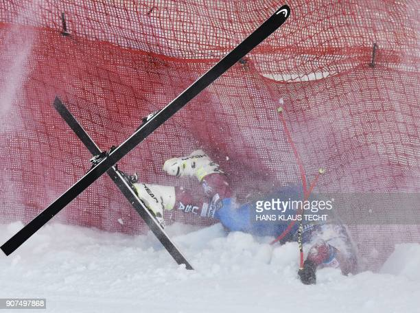 Jared Goldberg falls down during the men's downhill event at the FIS Alpine World Cup in Kitzbuehel Austria on January 20 2018 / AFP PHOTO / APA /...