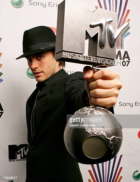 Jared Leto of 30 Seconds To Mars poses with the Rock Out Award in the Awards Room during the MTV Europe Music Awards 2007 at the Olympiahalle on...
