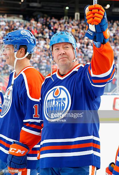 Jari Kurri of the Edmonton Oilers alumni acknowledges the crowd during team introductions for the 2016 Tim Hortons NHL Heritage Classic Alumni Game...