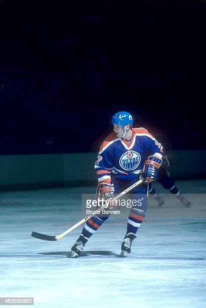 Jari Kurri of the Edmonton Oilers skates on the ice during an NHL game against the New York Islanders on November 16 1985 at the Nassau Coliseum in...