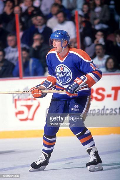 Jari Kurri of the Edmonton Oilers skates on the ice during an NHL game against the Philadelphia Flyers on March 7 1989 at the Spectrum in...