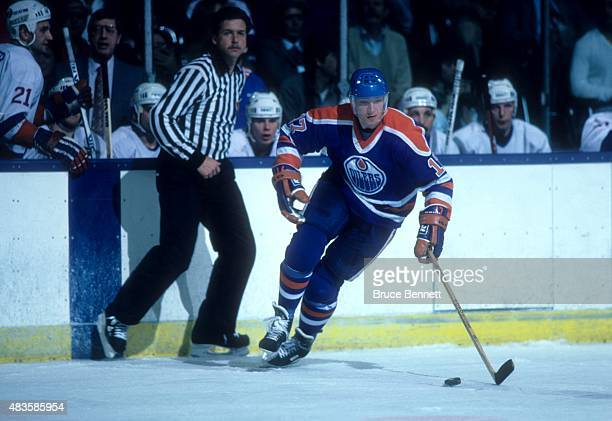 Jari Kurri of the Edmonton Oilers skates with the puck during an NHL game against the New York Islanders on March 29 1986 at the Nassau Coliseum in...